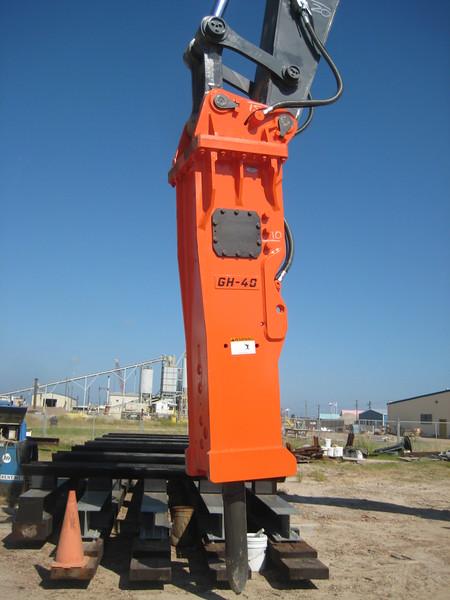NPK GH40 hydraulic hammer on Deere 870G excavator (21).jpg