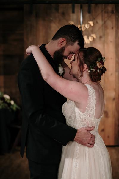 rustic_ohio__fall_barn_wedding-383.jpg