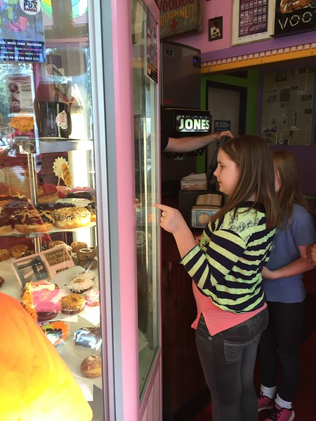 ES Portland Walking Tour, Voodoo Doughnuts & Powell's