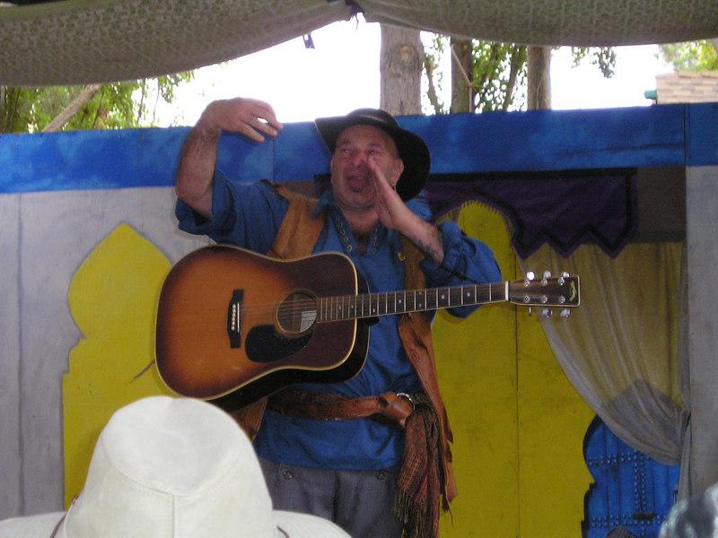 Renaissance Pleasure Faire, Hollister 2006: Performer Kenny Klein