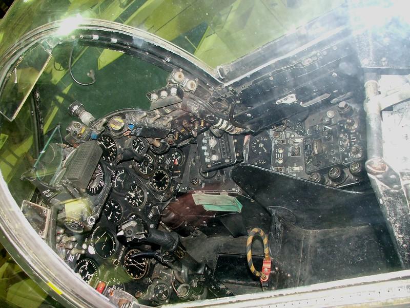 Cockpit, 01a.JPG