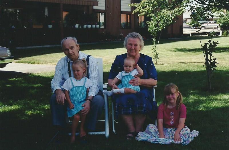 Mom and Dad Antonia Hannah Carrie Anne.jpg
