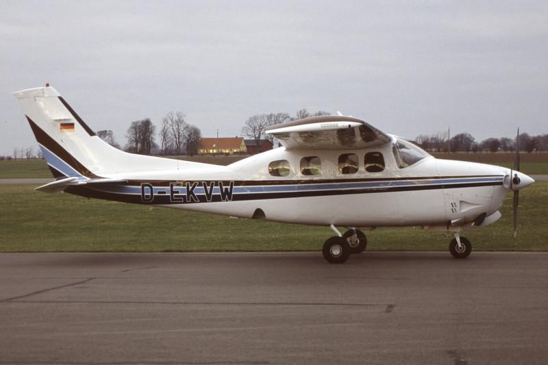D-EKVW-CessnaP210NPressurisedCenturion-Private-EKMB-2002-02-15-LE-42-KBVPCollection.jpg