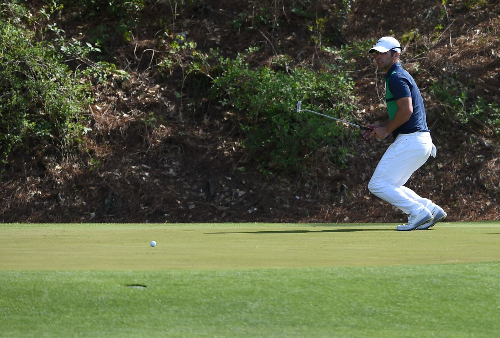. England\'s Paul Casey reacts missing a putt on the 12th green during Round 2 of the 80th Masters Golf Tournament at the Augusta National Golf Club on April 8, 2016, in Augusta, Georgia. / AFP PHOTO / DON  EMMERT/AFP/Getty Images