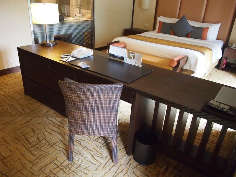 P4064671-work-desk.JPG