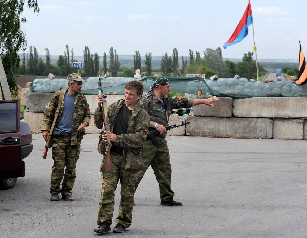 . Pro-Russian armed militants stand guard at a barricade facing a position manned by Ukrainian army soldiers, near the eastern Ukrainian city of Slavyansk, Donetsk region, on May 23, 2014. Russian President Vladimir Putin said today that the crisis in Ukraine had evolved into a full-scale civil war, blaming Washington for backing the overthrow of former president Viktor Yanukovych. AFP PHOTO / VIKTOR  DRACHEV/AFP/Getty Images