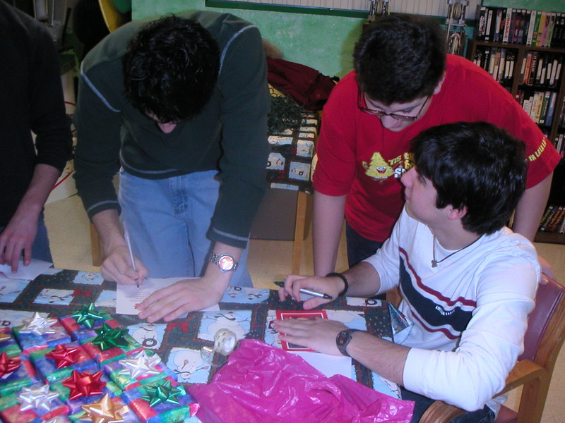 2002-12-14-GOYA-Christmas-Caroling_001.jpg