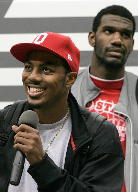. Ohio State basketball guard Ron Lewis thanks the fans who gathered for the Buckeyes arrival back on campus at Value City Arena Tuesday, April 3, 2007 in Columbus, Ohio. At right is center Greg Oden. (AP Photo/Kiichiro Sato)