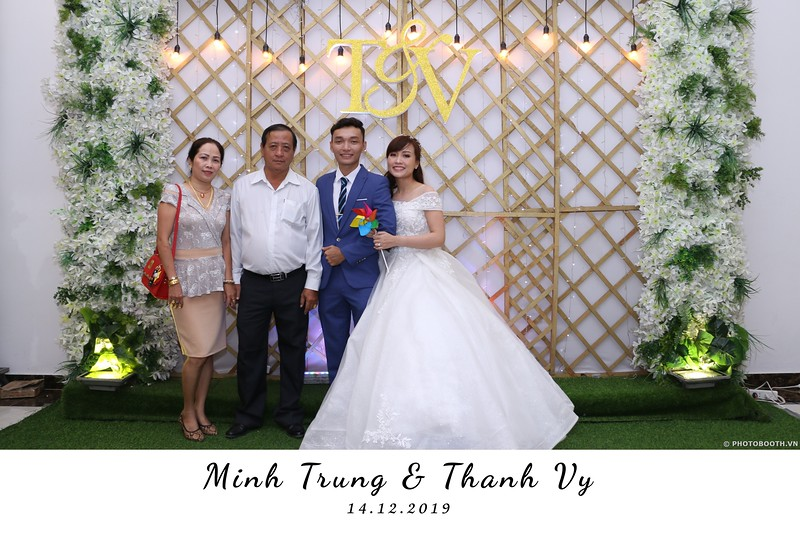Trung-Vy-wedding-instant-print-photo-booth-Chup-anh-in-hinh-lay-lien-Tiec-cuoi-WefieBox-Photobooth-Vietnam-013.jpg