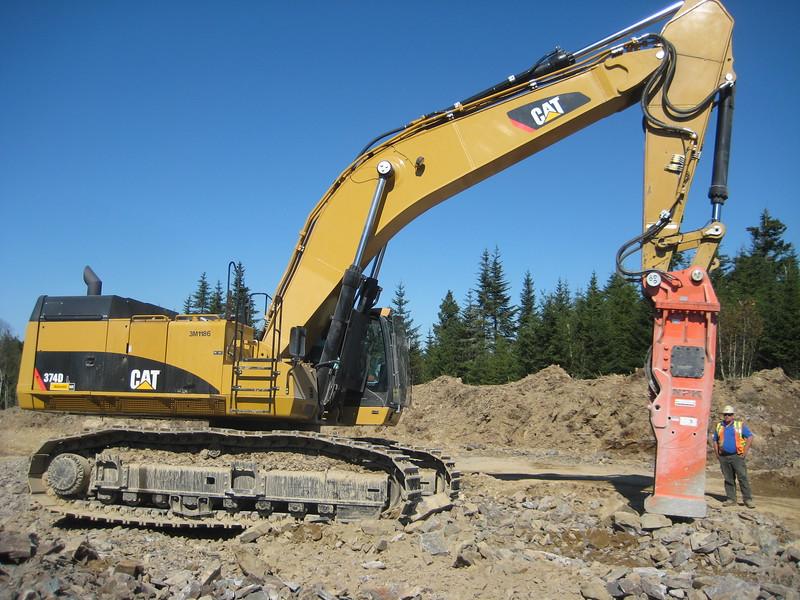NPK E240A hydraulic hammer on Cat excavator (2).jpg