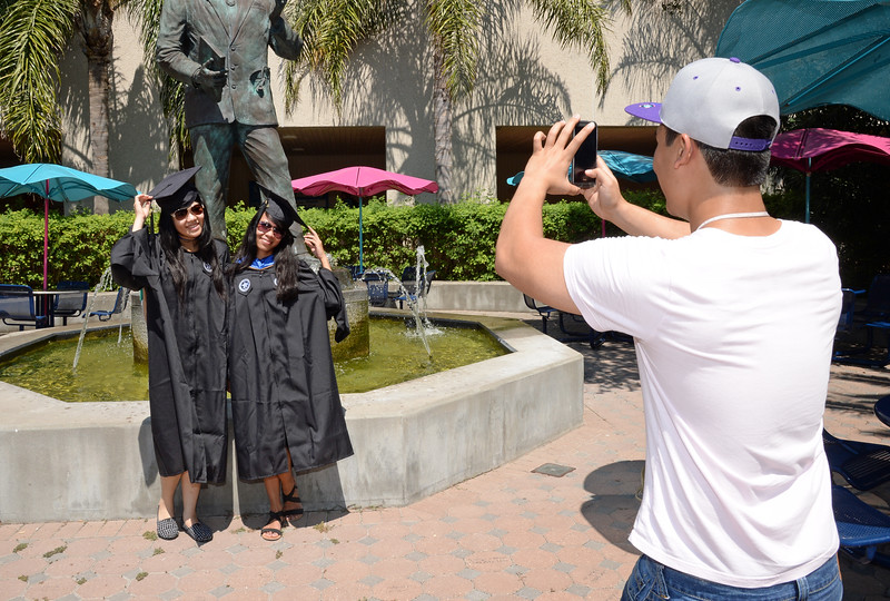 students-prepare-for-commencement-this-saturday-by-taking-graduation-photos-around-the-island-campus_14657852599_o.jpg