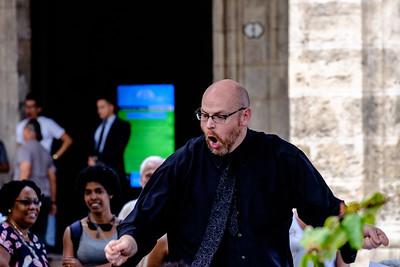 Función de la Banda Nacional de Conciertos de Cuba en la Plaza de Armas de La Habana, bajo la dirección de Darrell Brown