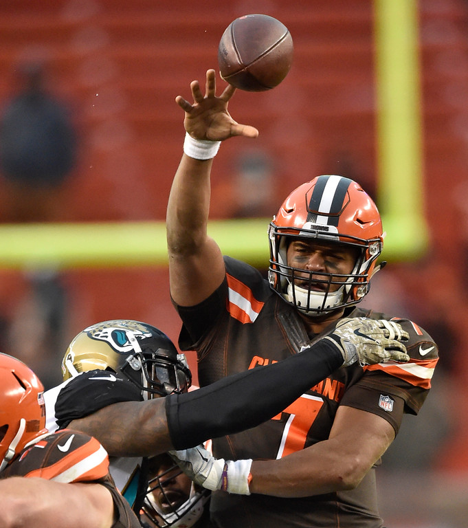 . Cleveland Browns quarterback DeShone Kizer (7) passes against the Jacksonville Jaguars in the second half of an NFL football game, Sunday, Nov. 19, 2017, in Cleveland. (AP Photo/David Richard)