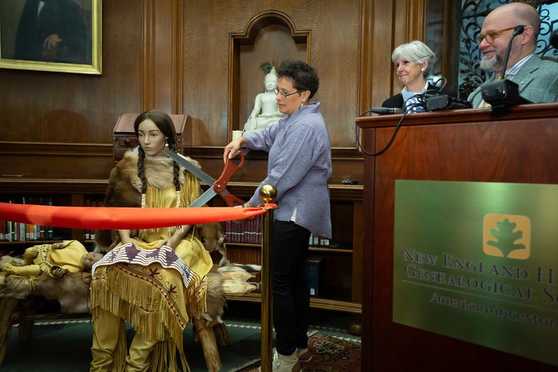 10.Paula Peters cutting ribbon