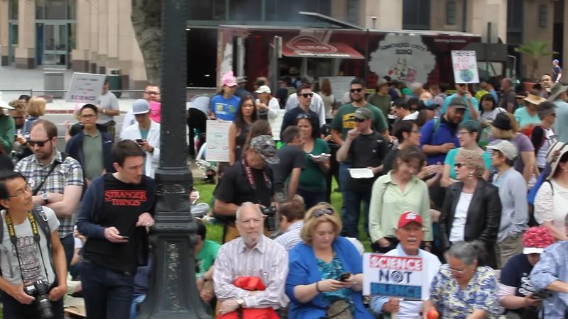 Crowd2 courtesy of mickey souza.MOV