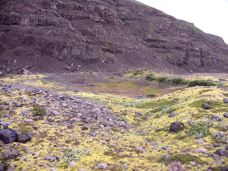 Kettle between Moraines Skaftafell.jpg