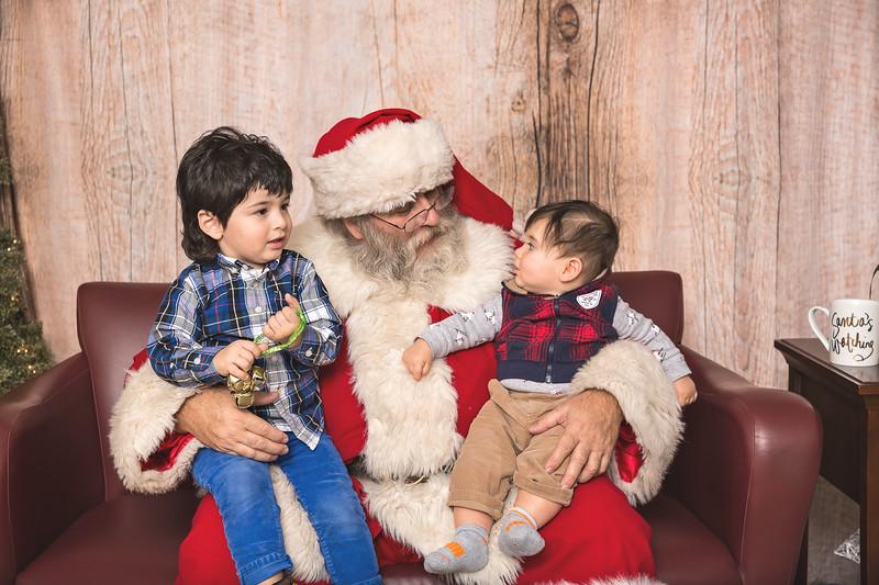 Ameriprise-Santa-Visit-181202-4999.jpg