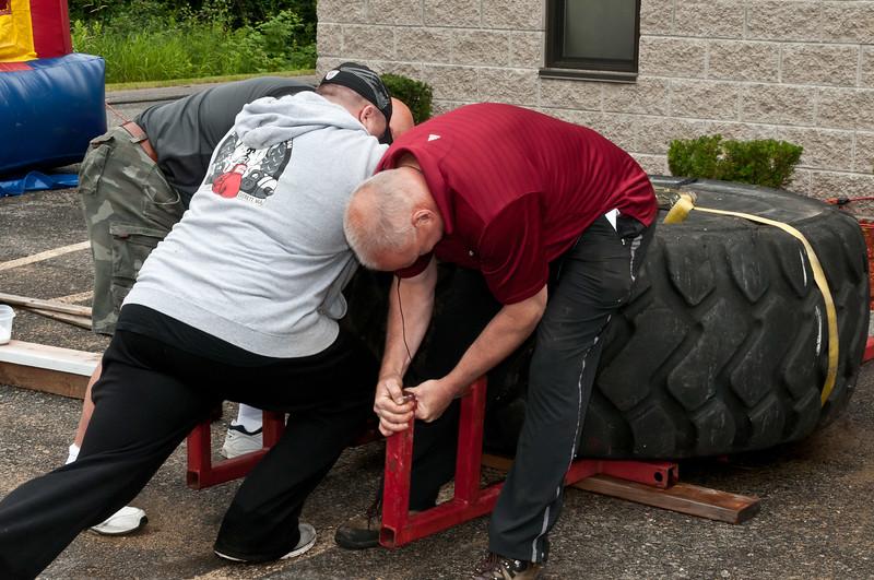 Fitness Revolution Strongman Challenge 2011_ERF3979.jpg