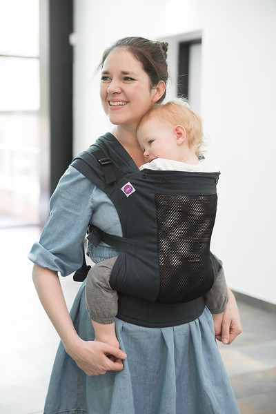 Izmi_Toddler_Breeze_Midnight_Blue_Lifestyle_Front_Carry_Mum_And_Baby_Hero_Shot.jpg