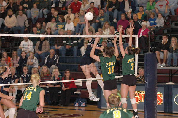 Var Volleyball vs Pius-Districts, 11-3-06