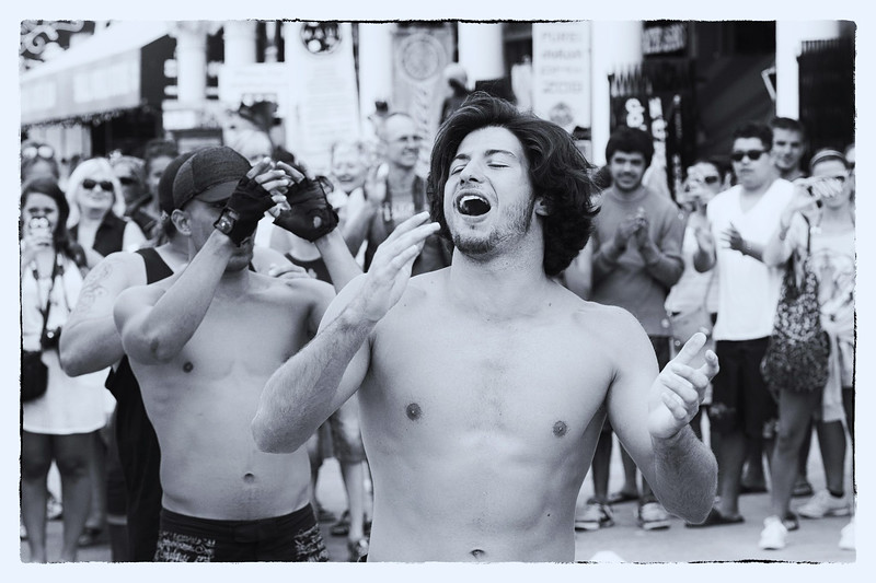 A street performer works the crowd in Venice Beach