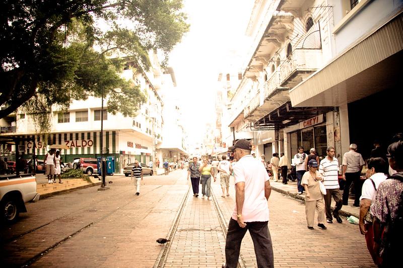 avenida-central_4809893092_o.jpg