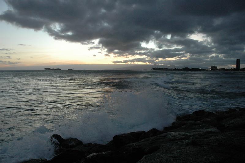 Hawaii - Ala Moana Beach Sunset-161.JPG