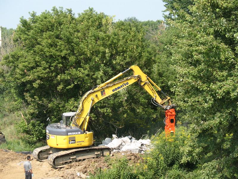 NPK GH10 hydraulic hammer on Komatsu excavator (13).JPG
