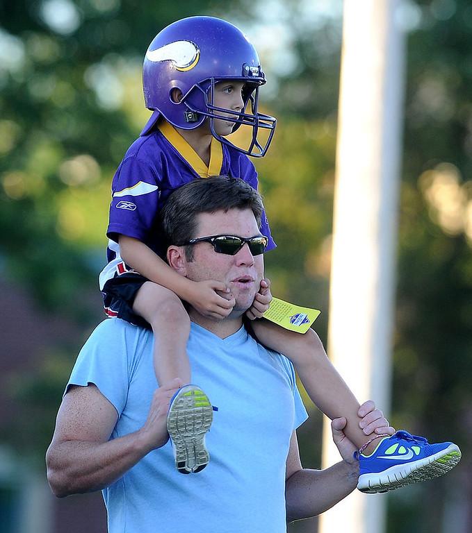 . Minnesota Vikings fan Mason Gutowsky, 6 of Chaska, sits atop his father Gordy\'s shoulders. (Pioneer Press: Sherri LaRose-Chiglo)