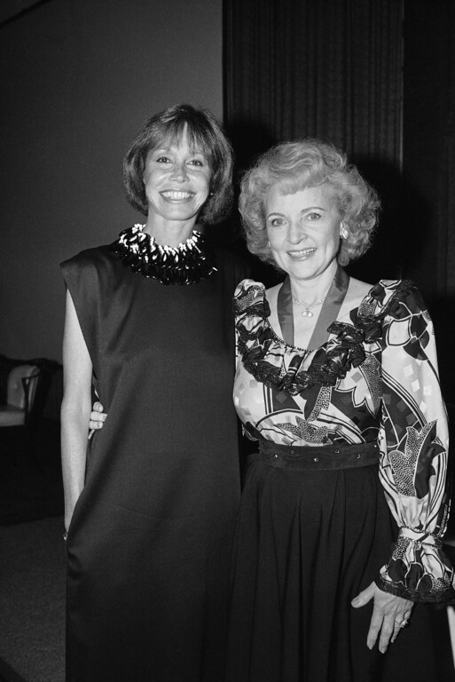 . Mary Tyler Moore and Betty White, June 22, 1989. (AP Photo/Nick Ut)