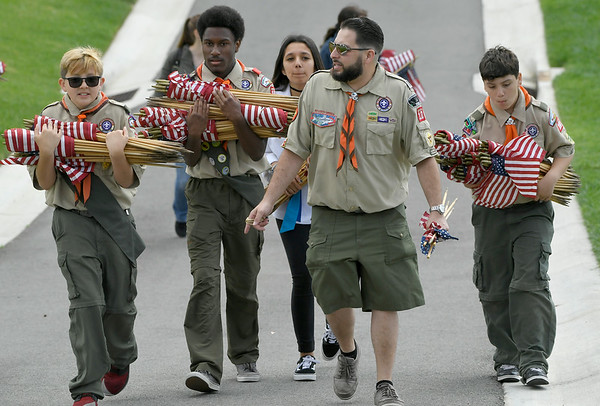 180526 Memorial Day Flag Placement