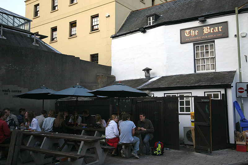 4700_Oxford_Pub.jpg