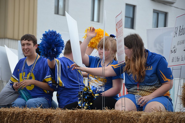 Iola High School Homecoming Parade
