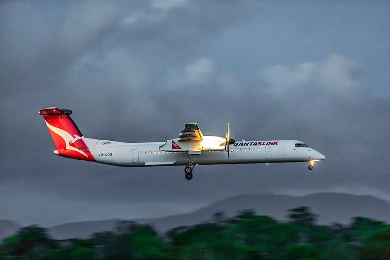 QANTAS De Havilland Dash-8 Q400 VH-QOU landing at Rockhampton Airport 30-01-19.
