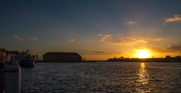 Havnen i solnedgang