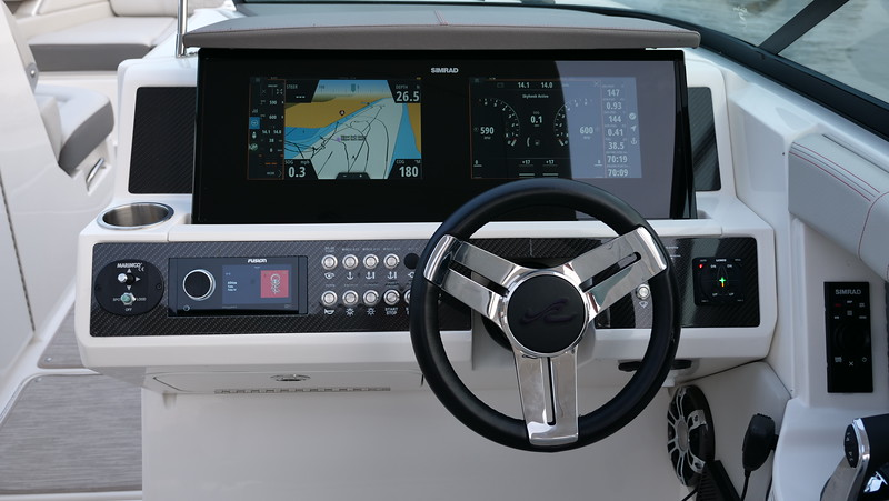 SLX-R-350-Outboard-helm-1.JPG