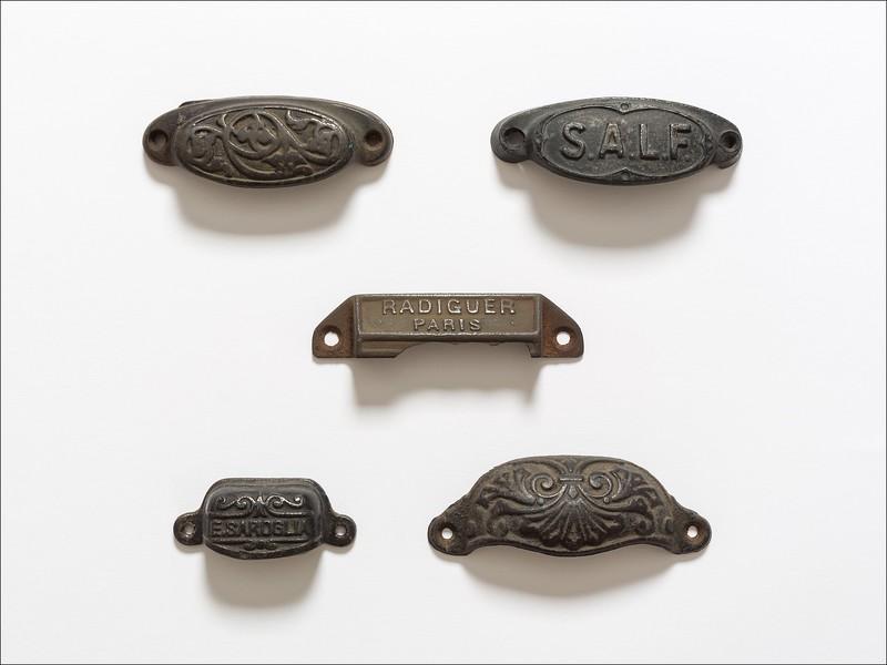 Type drawer pulls
