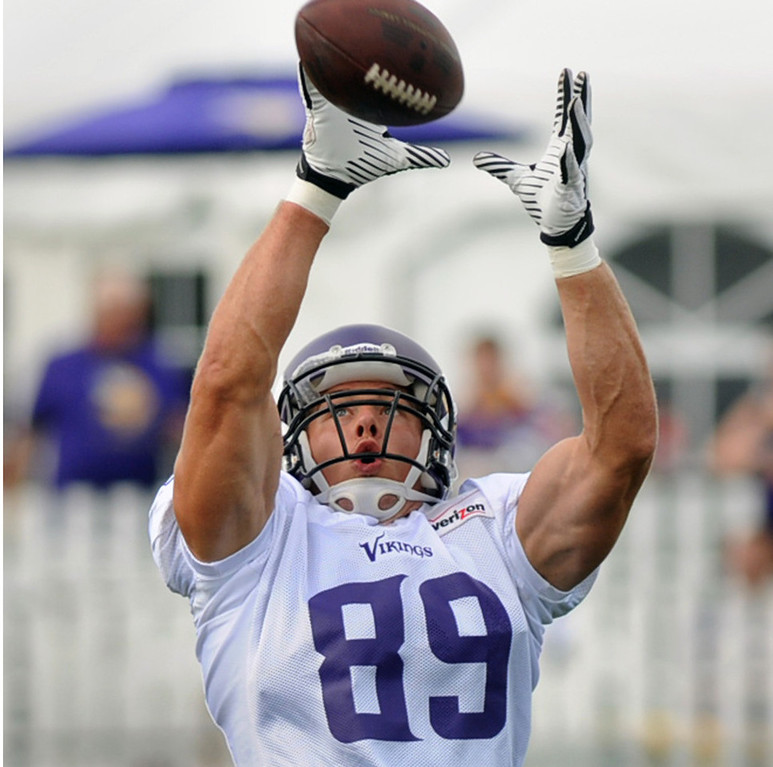 . Vikings tight end John Carlson makes a reception at the last practice of training camp.  (Pioneer Press: Chris Polydoroff)