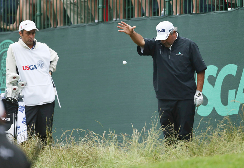 . Argentina\'s Angel Cabrera drops his ball near the 17th green during the weather delayed first round of the 2013 U.S. Open golf championship at the Merion Golf Club in Ardmore, Pennsylvania, June 14, 2013. REUTERS/Adam Hunger