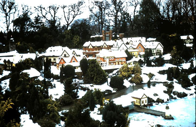 1960-1-17 (8) Model Village @ Beaconsfield, England.JPG