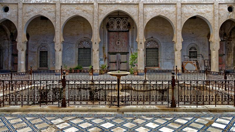 U2376 Fez Riad Courtyard.jpg