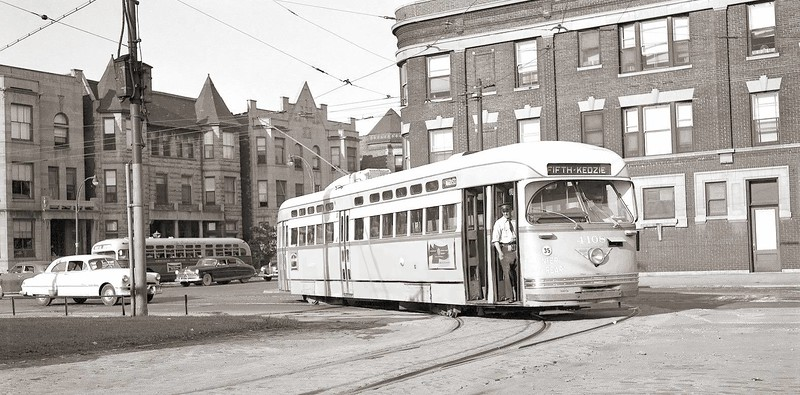 photo-chicago-cta-pcc-streetcar-turning-madison-route-near-kedzie-conductor-in-door-1952.jpg