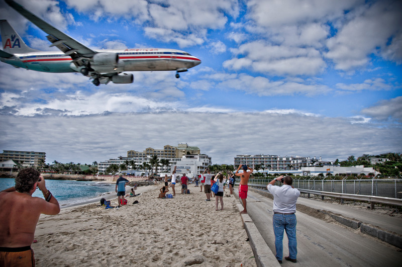 An American Airlines jet landing over Maho beach.