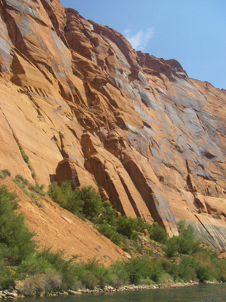 Height of surrounding canyon rocks is above 700ft.