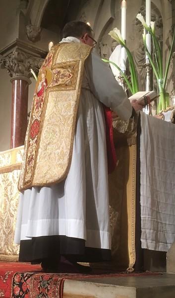Sung Mass, Maundy Thursday