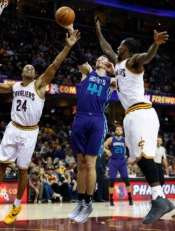 . Charlotte Hornets\' Frank Kaminsky III (44) battles Cleveland Cavaliers\' Richard Jefferson (24) and Iman Shumpert (4) for a rebound during the second half of an NBA basketball game Sunday, Nov. 13, 2016, in Cleveland. The Cavaliers won 100-93. (AP Photo/Ron Schwane)