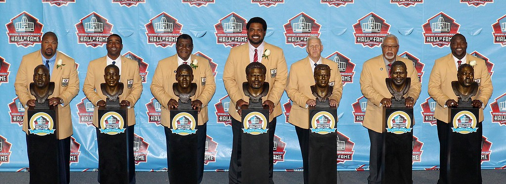 . The 2013 class of inductees, (L-R) Larry Allen, Cris Carter, Curley Culp, Jonathan Ogden, Bill Parcells, Dave Robinson and Warren Sapp, pose with their busts after their introduction into the NFL Pro Footbal Hall of Fame in Canton, Ohio August 3, 2013. REUTERS/Aaron Josefczk