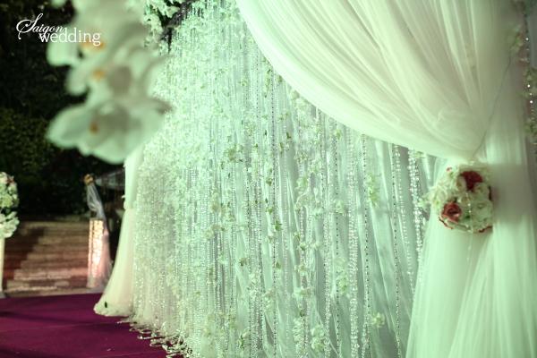 Tiệc cưới lãng mạn tại khu vườn ngoài trời trong xanh 8