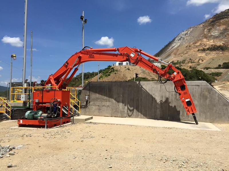 NPK B95000HD pedestal boom system with GH12 hydraulic hammer (10).jpg