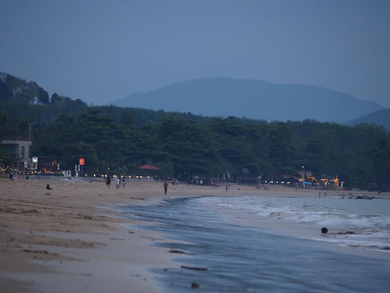 Klong Dao-stranden uten mor og barn. --- The Klong Dao beach without mother or child. (Foto: Geir)